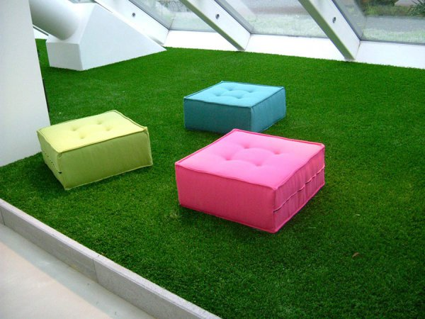 sit on fake grass