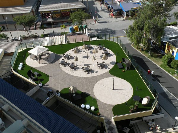 artificial grass is great for restaurants